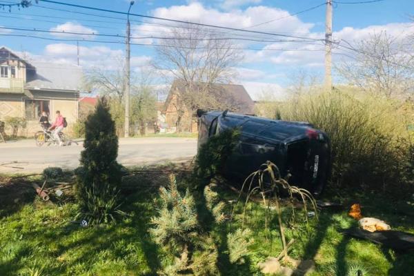 ДТП у Коломиї: п'яний водій на авто зніс огорожу (Фото)