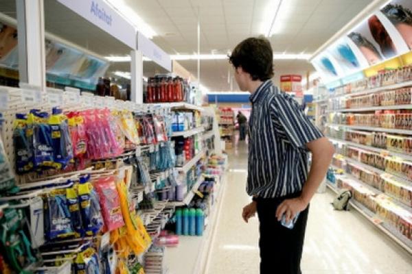 Прикарпатець обікрав магазин та поранив відвідувачку: підозрюваний під вартою