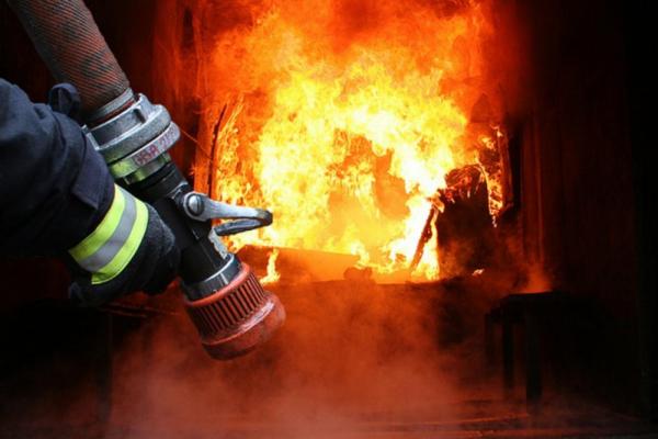На Прикарпатті горіли два житлові будинки