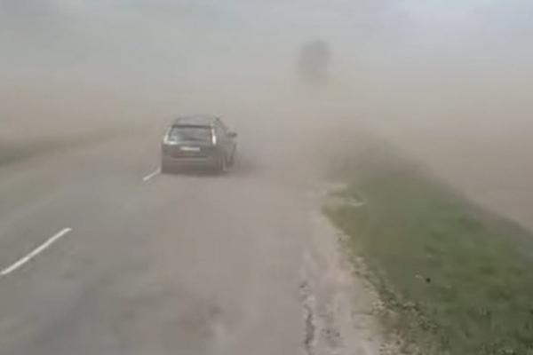 Дорогу на Коломию накрила пилова буря (Відео)