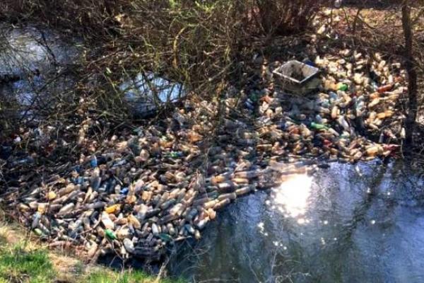 На Івано-Франківщині місцеві мешканці борються зі стихійними сміттєзвалищами