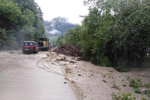 На Прикарпатті знову почалися потопи