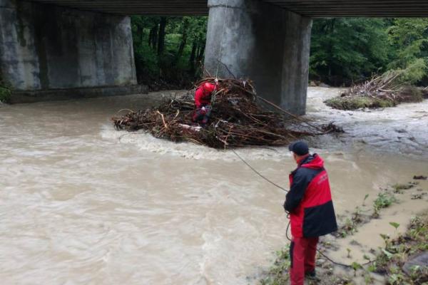 З річки на Косівщині витягнули тіло чоловіка