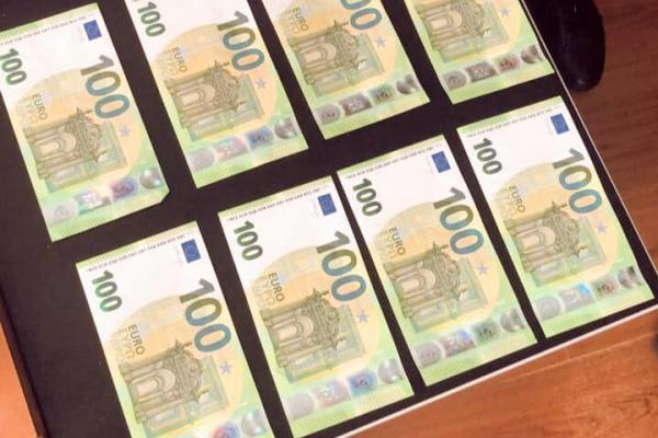 Правоохоронці спіймали франківця, який пропонував воєнкому 800 євро хабара
