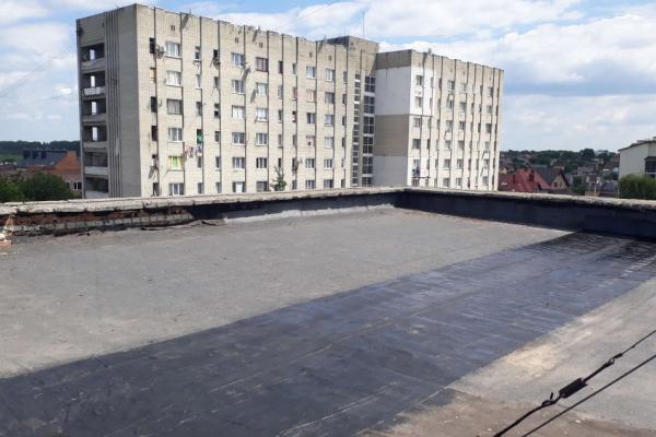 У Франківську 10-річну дитину знімали з даху багатоповерхівки