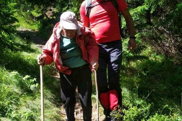 У Карпатах заблукала 93-річна туристка - допомогли рятувальники (Фото)
