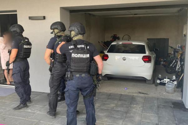 У Коломиї двоє чоловіків викрали з автівки 210 тисяч гривень