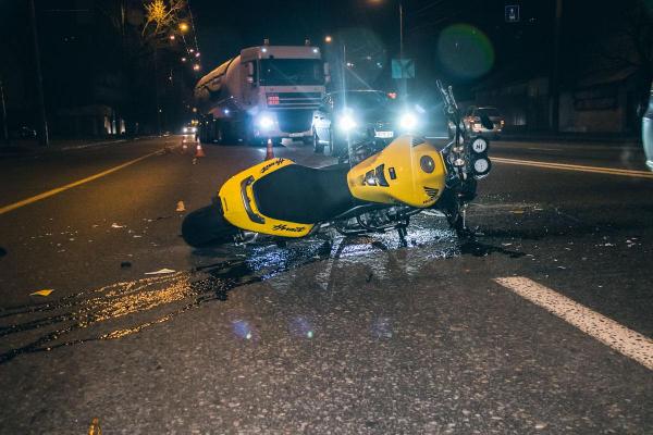На Рожнятівщині 16-річний мотоцикліст збив 18-річного пішохода
