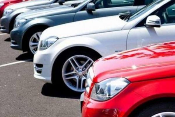 На Прикарпатті власники елітних автомобілів сплатили понад два мільйона гривень