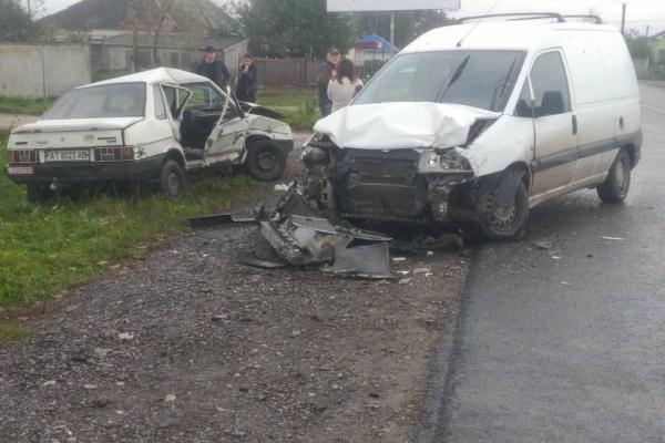 В Городенці зіткнулися авто: двоє постраждалих (Фото)