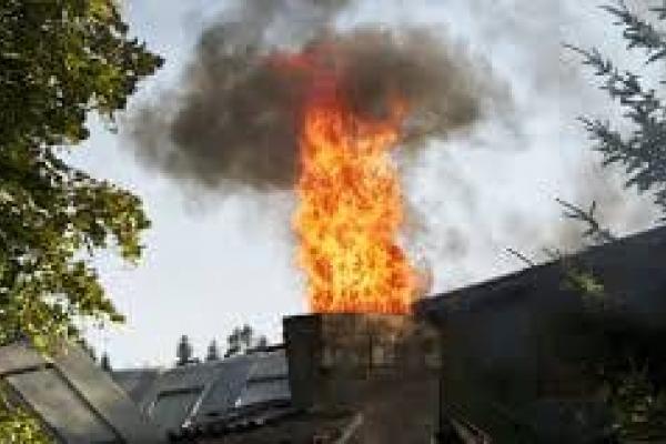 На Франківщині у димоході магазину спалахнула сажа