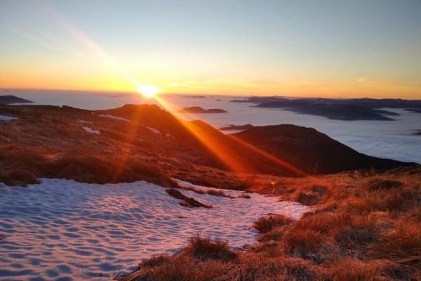 У мережу потрапили неймовірні світлини світанку на Піп Івані (Фото)