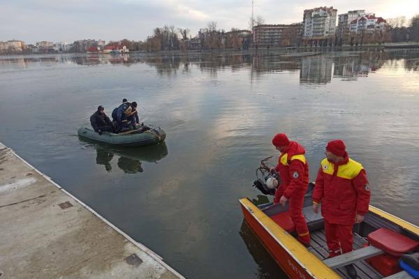 Водолази припинили пошуки тіла чоловіка в міському озері. Його шукали сім днів