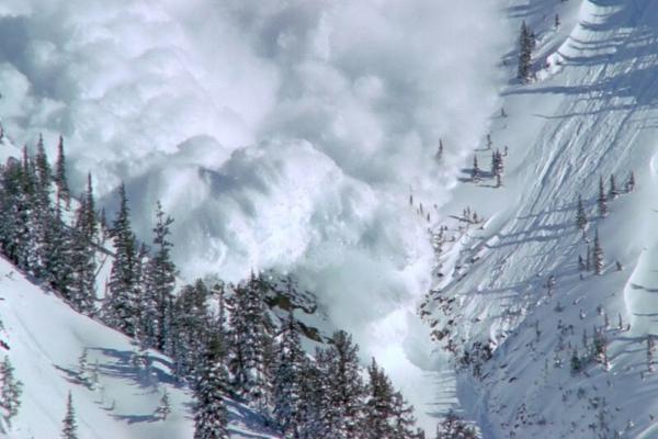 Штормове попередження на Прикарпатті: попереджають про лавинну небезпеку в горах