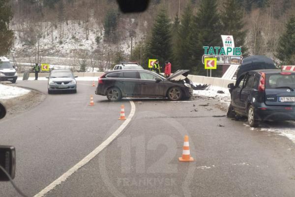 ДТП на Прикарпатті: в Татарові зіткнулися дві автівки. Є постраждалі