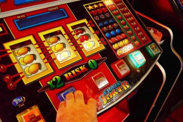 В Праге хотят запретить игровые автоматы в офлайне