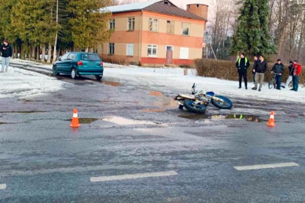 П'яний водій: зіштовхнулися легковик та мотоцикл, є потерпілі (Фото)