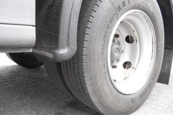 У Франківську на Набережній чоловік потрапив під колеса авто