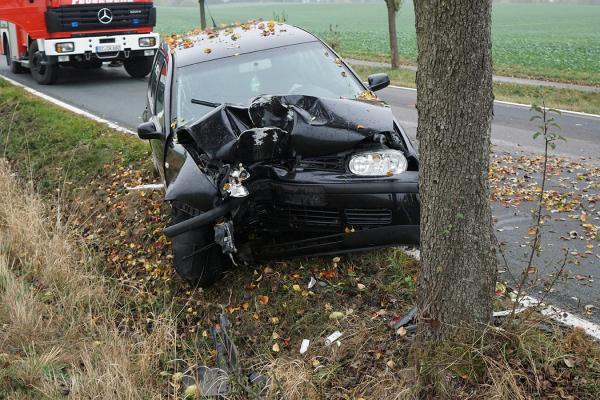 ДТП у Калуші: автомобіль врізався у дерево. Постраждало 5 осіб