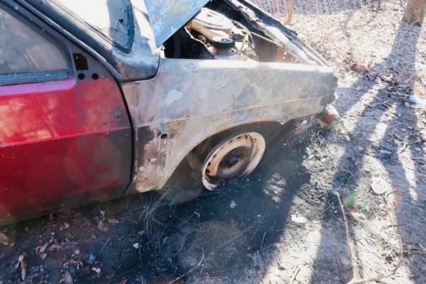 На Прикарпатті поліцейські встановили особу зловмисника, який підпалив автомобіль (Фото)