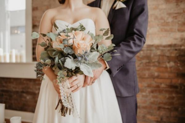 Коли одружуються та скільки живуть жінки на Прикарпатті. Статистика