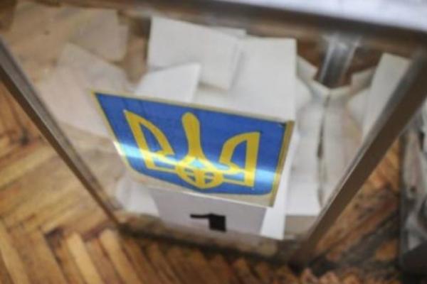 Прикарпатка, яка намагалася проголосувати за своїх родичів, заплатить 1700 гривень штрафу