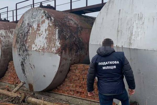 На Прикарпатті виявили 100 тонн незаконного пального на 3 мільйони гривень