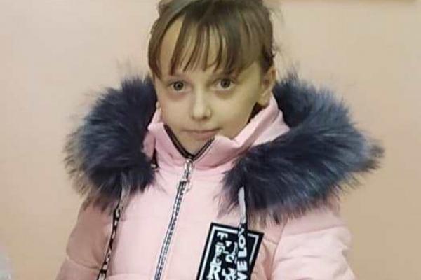 Прикарпатців просять допомогти зібрати гроші на операцію для 10-річної дівчинки