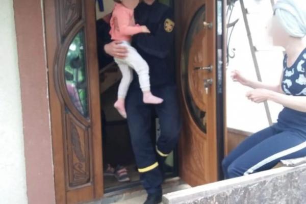 На Косівщині дитина сама зачинилася у будинку