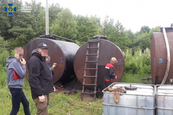 На Івано-Франківщині «підприємці» незаконно видобували нафту