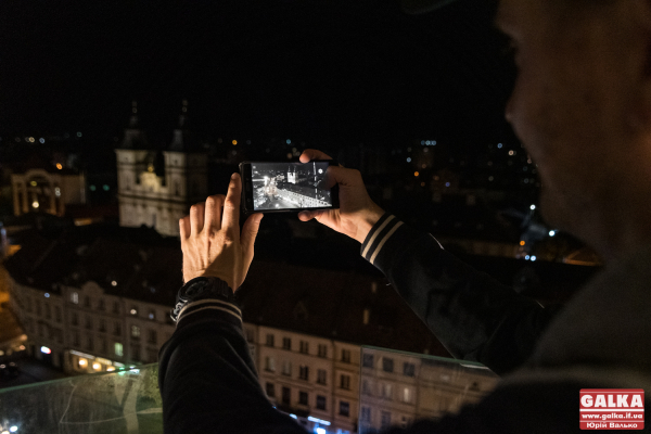Містян та гостей кличуть на безкоштовну екскурсію нічним Франківськом