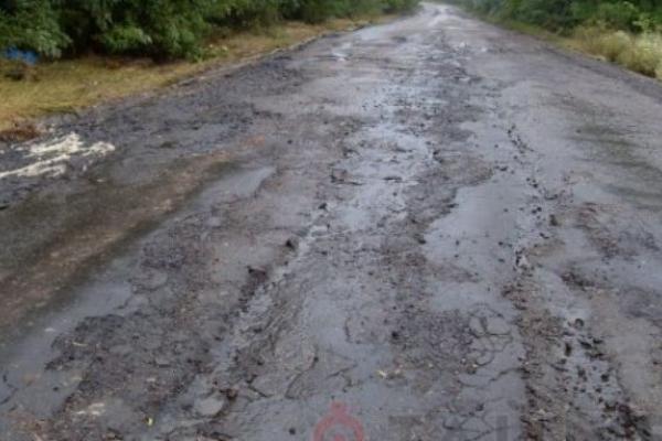 На Прикарпатті розмило дороги та берегоукріплення