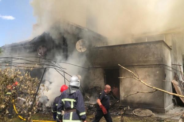 У Коломиї мешканців будинку, на який впав літак, відселили в готель